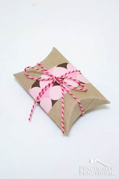 DIY-Valentines-Pillow-Boxes-19