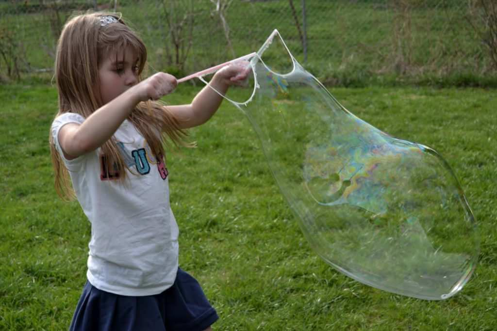 515511479 8 Fabulous DIY Bubble Makers