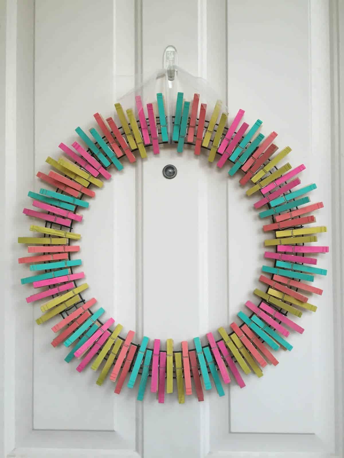 Diy summer clothespin wreath for Diy summer wreath