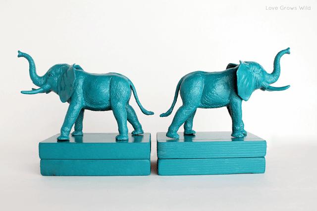 Plastic_Elephant_Book_Ends_2