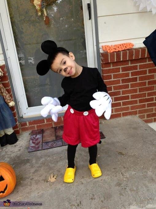 8 simple diy disney costumes for this halloween diy disney costume solutioingenieria Images