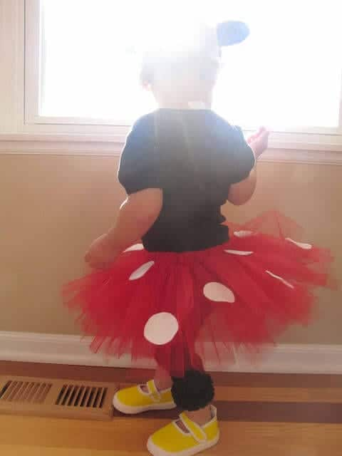 minnie skirt, tot activities, apple pie, bee tree 065