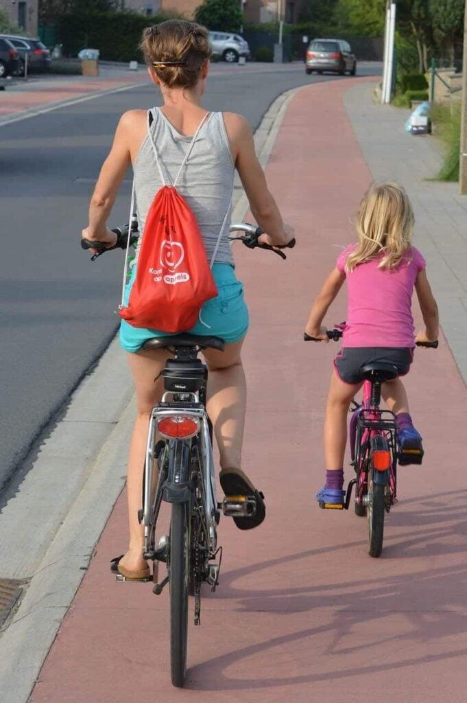 cyclists-885609_1280