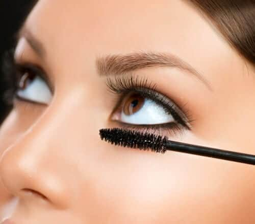 8 Common Mascara Mistakes You're Probably Making