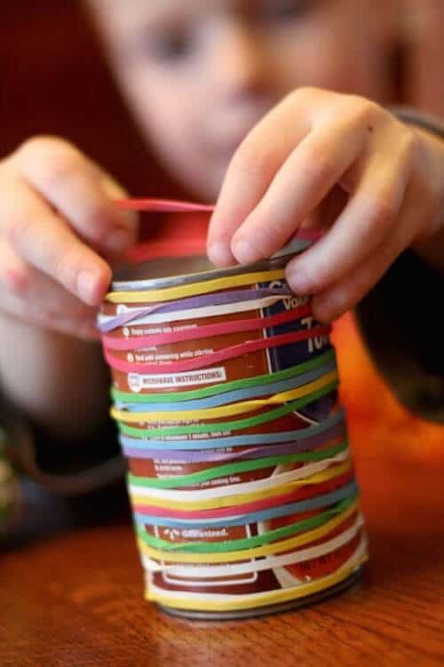 rubber-bands-keep-kids-busy-20140307--433x650