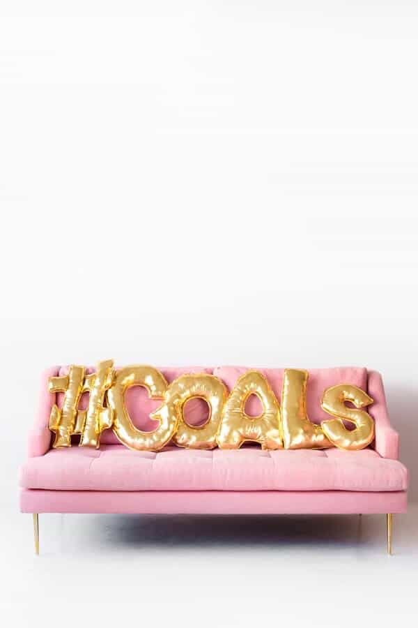 DIY-Balloon-Letter-Pillows-10a-600x900
