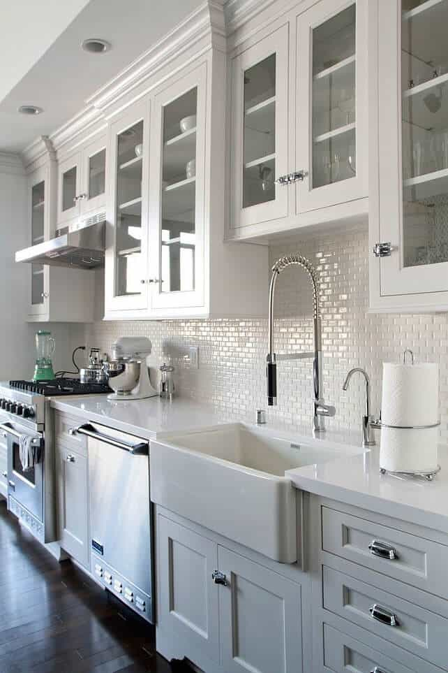 Kitchen-with-white-mini-subway-tile-backsplash.-minitiles-minisubwaytiles-backsplash-kitchen-Via-Liz-Marie-Blog.-