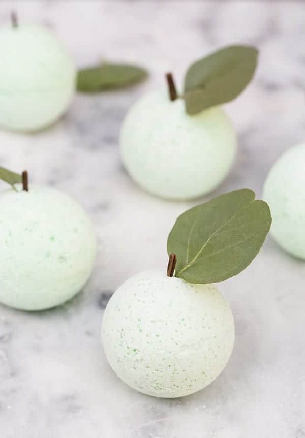 diy_green_apple_bath_bombs_sugar_and_charm_4-2