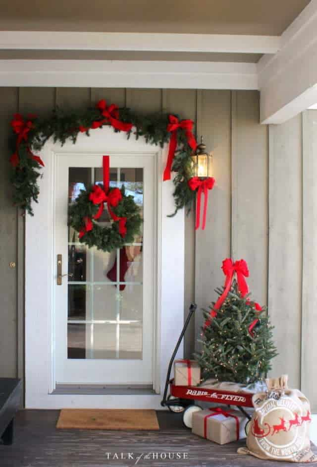 7 front porch decorating ideas for christmas. Black Bedroom Furniture Sets. Home Design Ideas