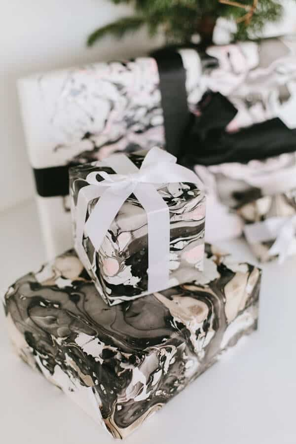 Ruffled - photo by Alicia White Photography http://ruffledblog.com/diy-gift-wrap