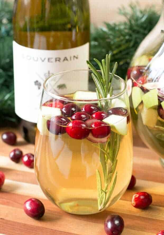 10 easy christmas cocktails to make this year Simple holiday cocktails