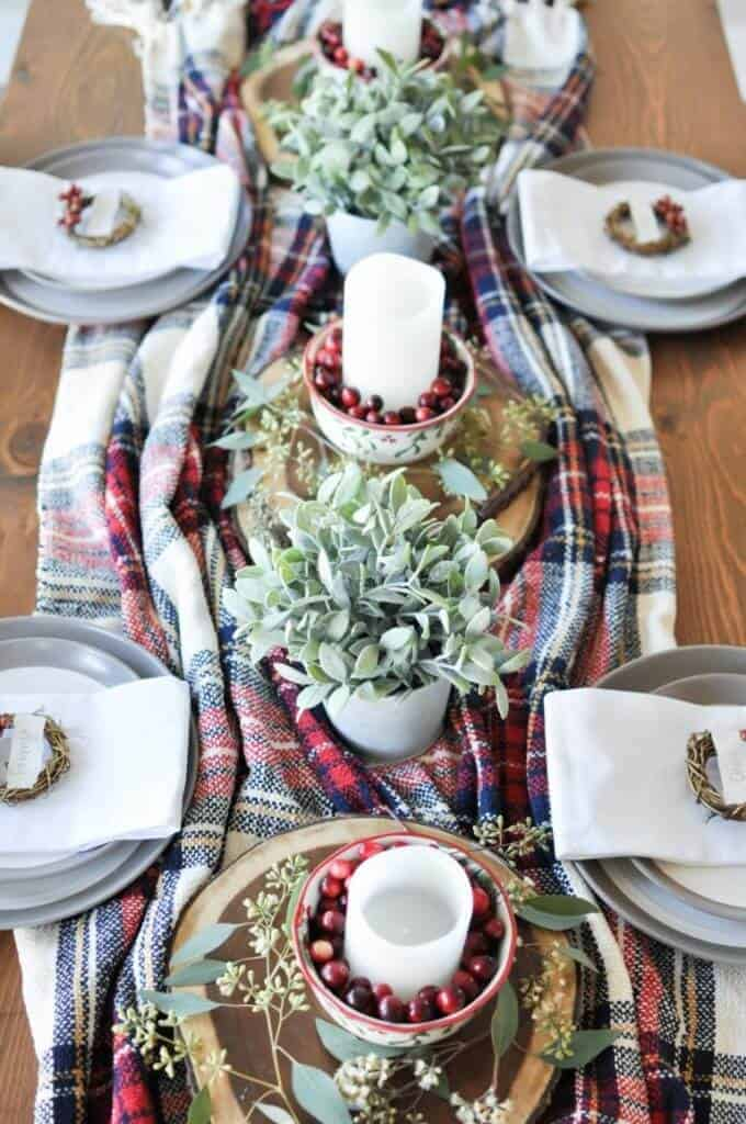 9 Christmas Tablescapes To Wow Your Guests This Holiday