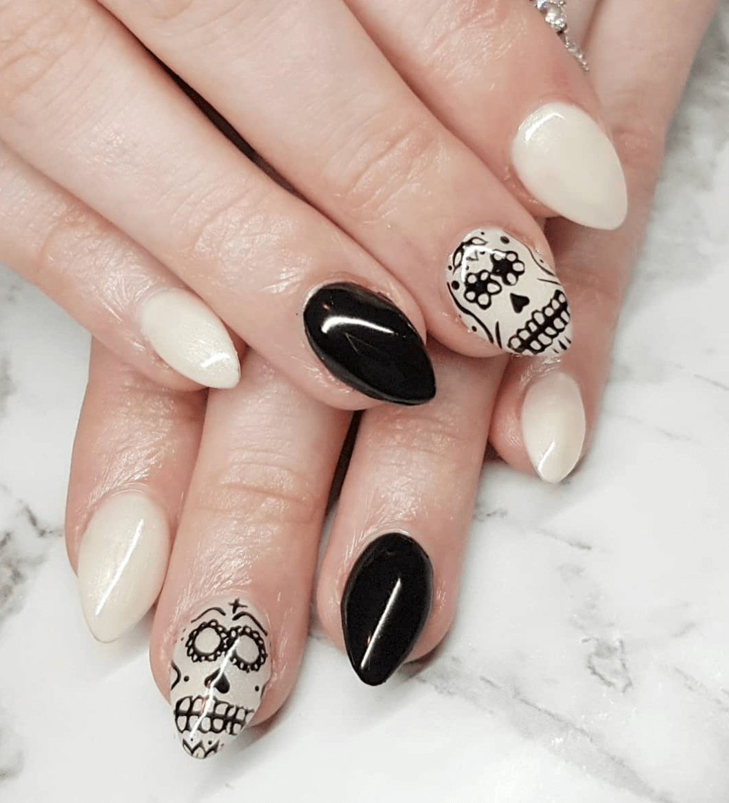 18 Spooky, Creepy And Scary Halloween Nail Designs