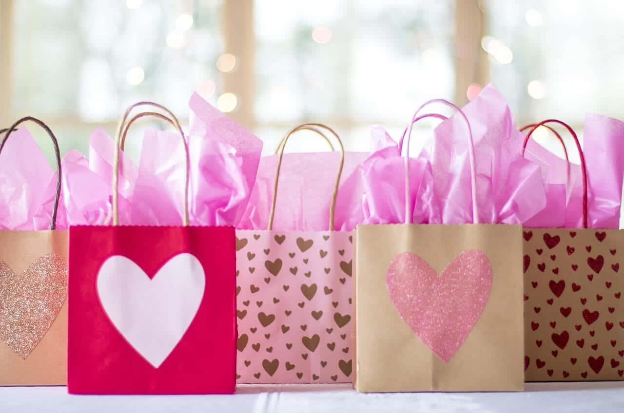 Wedding Gift Ideas For Close Friends: 7 Gift Ideas For Your Little Girly Girl This Holiday