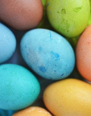 naturally dye Easter eggs